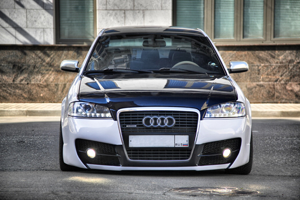 Audi A6 - Unidentified city object